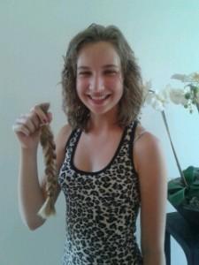 Lana 12 jaar met vlecht van 30 cm  voor Haarwensen